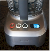 It has a programmable timer that allows you to process food more precisely.