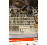 The lower rack of the G 5675 SC dishwasher has foldable tines and 2 height-adjustable supports for glassware.
